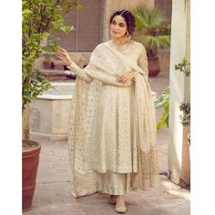 Desi Wedding Dresses, Pakistani Formal Dresses, Party Wear Indian Dresses, Pakistani Fashion Party Wear, Designer Party Wear Dresses, Indian Bridal Outfits, Dress Indian Style, Indian Fashion Dresses, Pakistani Dress Design