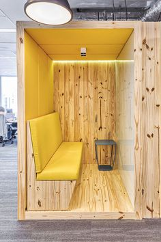 Open Office Wunderman – 1ª parte | 1st Floor | Casa de Valentina Cafe Interior, Interior Design, Open Office Design, Home Office, Industrial Design, Love Seat, Furniture Design, House, Flooring