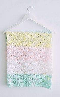 Hopscotch Crochet Blanket Pattern | These pastel colors are so sweet and are the perfect compliment to an easy crochet baby blanket.