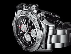 The ideal companion for all manner of challenges, the Super Avenger II chronograph combines an imposing 48mm diameter with a powerful and extremely professional aesthetic. Its steel case water-resist...