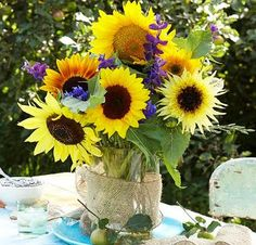 Dazzling blooms and surprising hues give sunflowers real flower power.-of these towering, sun-loving annuals to boost the fun factor in your Midwest garden. Growing Sunflowers, Sunflowers And Daisies, Real Flowers, Beautiful Flowers, Sunflower Centerpieces, Sunflower Arrangements, Wedding Centerpieces, Floral Arrangements, Garden Power Tools