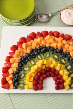 Wow the crowds when you serve this Rainbow Fruit Salad with Strawberry Dip. This Rainbow Fruit Salad with Strawberry Dip is both colorful and delicious! Fruit Smoothie Recipes, Fruit Snacks, Fruit Recipes, Salad Recipes, Summer Recipes, Best Fruit Salad, Fruit Salsa, Rainbow Fruit Platters, Fruit Trays