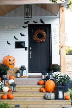20 Halloween Home Decorations. Here are the Halloween Home Decorations. This pos… 20 Halloween Home Decorations. Here are the Halloween Home Decorations. This post about Halloween Home Decorations was posted under the category by our team … # # # Halloween Outdoor Decoration, Diy Halloween Dekoration, Halloween Decorations For Kids, Halloween Home Decor, Halloween Diy, Yard Decorations, Spirit Halloween, Porche D'halloween, Halloween Kunst