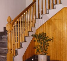 barandillas-de-madera-torneada-D09 Wood Railings For Stairs, Stair Railing, Pisa, Design, Home Decor, Wood Stair Railings, Wood Steel, Railings, Wooden Boards
