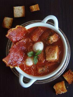 burczymiwbrzuchu: Krem z pieczonych pomidorów z parmezanowymi grzank...