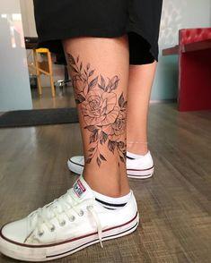 40 Tatuagens Femininas no tornozelo para se inspirar – Fotos e Tatuagens - hübsche Tätowierungen Girl Leg Tattoos, Ankle Tattoos For Women, Sleeve Tattoos, Female Leg Tattoos, Lower Leg Tattoos, Pretty Tattoos For Women, Tattoo Wade Frau, Tattoo Bein Frau, Simplistic Tattoos