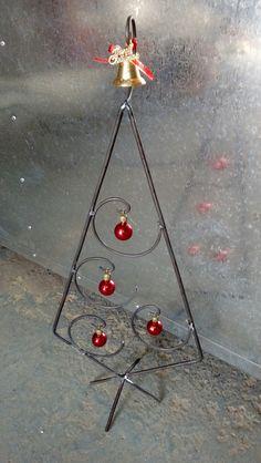 Welded Metal Projects, Welding Art Projects, Welding Crafts, Wire Crafts, Metal Crafts, Xmas Crafts, Metal Christmas Tree, Christmas Art, Christmas Projects