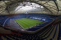 The Veltins Arena The first venue in Europe to have a pitch that can be moved outside, Schalkes ground is deeply unpopular with the worlds media for one simple reason: they are kicked out of the car park early after matches so that the turf can be moved back out to its normal spot, which is on the site of the press parking.