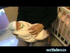 Cuidados del recién nacido: qué hacer en caso de atragantamiento - YouTube