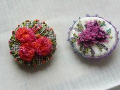 Les cousettes brodées de Yorkette - http://www.yorkette45.canalblog.com  -  broches HORTENSIA
