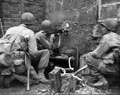 Pfc Henry of the US 30th Infantry Division, fires his machine gun through a hole in a wall, at Germans in a barn 300 yards away. Kohlscheid, Germany. October 1944. German Soldiers Ww2, German Army, Military Photos, Military History, Siegfried Line, Mg34, Ww2 Photos, Rare Images, Panzer