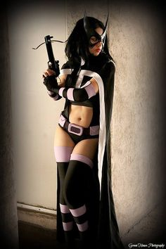Character: Huntress (Helena Bertinelli) / From: DC Comics 'Birds of Prey' / Cosplayer: Victoria Cosplay (aka Lola-Gainsborough)