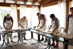 """""""Aula de culinaria Italiana em Bolonha"""" by @360meridianos"""