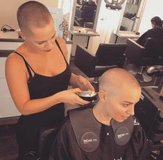 Bald Heads - Hairl Loss Tips Short Hair Cuts, Short Hair Styles, Buzz Cut Women, Female Mohawk, Shaved Hair Women, Shaved Undercut, Shave My Head, Going Bald, Bald Hair