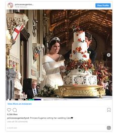 someone shared this sneaky snap of Princess Eugenie and her new husband cutting their wedding cake Princess Diana Family, Royal Princess, Elizabeth Ii, Princess Of England, Princesa Eugenie, Eugenie Wedding, Meghan Markle Prince Harry, British Royal Families, Wedding Tattoos