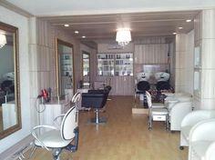 Decorar salão de beleza pequeno Nail Salon And Spa, Restaurants, Makeup Salon, Dream Rooms, My Beauty, Table, Inspiration, Furniture, Home Decor