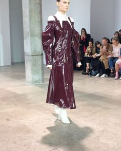 Wet weather warning. This patent dress @elleryland is exactly what we needed to deflect the constant rain at #pfw