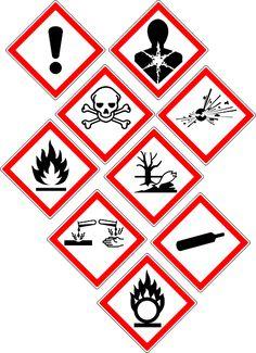 Seguro que los has visto en el laboratorio en productos o reactivos, probablemente sepas que significan pero no su importancia. Pues bien, los símbolos de riesgo químico son unos pictogramas que se están estampados en las etiquetas de los productos químicos y que sirven para dar una percepción instantánea del tipo de peligro que entraña …