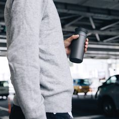 TRAVEL TUMBLER by KINTO lets you enjoy the rich flavor and aroma of drinks wherever you go. Vacuum insulated tumbler has great heat and cold retention, and is designed to give you a comfortable drinking experience.