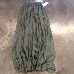 Gonna lunga 25 spedizione inclusa. Ordini whatsapp 334.3325770 Ordini online www.mimitrend.com #moda #tuta #instamoda #fashion #outfit #trend #pantalone #tshirt #maglione #vestito #gonna #borsa #bag #gonnalunga #fashionaddict #gilet #cappotto #biker #style #vespa #canotta #stlylish #dress #shoes #girl #pink #frange #outfitoftheday #outfitdelgiorno #felpa by mimitrend