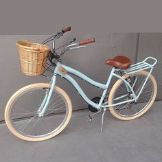 bicicleta retrô feminina cestinha vime bike vintage retro - Women's style: Patterns of sustainability Beach Cruiser Bikes, Cruiser Bicycle, Beach Cruisers, Velo Vintage, Vintage Bicycles, Old Fashioned Bike, Bici Retro, Bicycle Pictures, Bicycle Basket