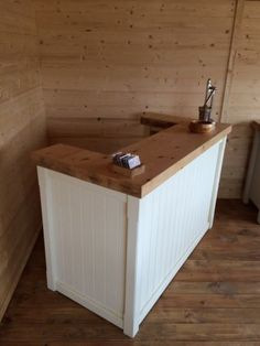 Rustic-Wooden-Shabby-Chic-Barber-Hairdressers-Shop-Retail-Till-Area-Counter