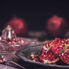 #autumn #color #dark #red #pomegranate #fresh #juice #vegan #fruit #foodphotography #food #chiaroscuro #foodstyling #photooftheday #instafood #gloobyfood Chiaroscuro, Dark Red, Pomegranate, Food Styling, Acai Bowl, Food Photography, Juice, Autumn, Vegan