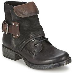 La boot femme Chafik a été imaginée par la marque Dream in Green pour apporter une touche de caractère aux looks de saison. D'un côté sa couleur noire est pile dans l'air du temps, de l'autre sa tige cuir et sa doublure textile sont faciles à vivre. Parmi ses caractéristiques, on trouve aussi une semelle intérieure en cuir et une semelle extérieure en caoutchouc. Plus aucune raison de vous en priver ! - Couleur : Nero / Glasse / Ebano - Chaussures Femme 83,30 €