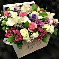 """Цветы в коробке """"Королевская роскошь"""" – заказать в Украине"""