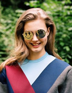 First of all, I adore Lindsey Wixson.so I was so excited to see her shot by Angelo Pennetta for Self Service Magazine. It looks like such. Stylish Sunglasses, Mirrored Sunglasses, Lindsay Wixson, Style Snaps, Linda Farrow, Diy Fashion, Street Fashion, How To Wear, Beauty