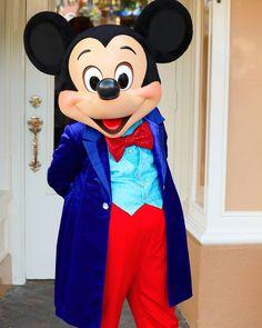 the one and only #mickeymouse #Disney #Disneyland #60thanniversary #diamondcelebration #meetandgreet #ミッキーマウス by mak1982