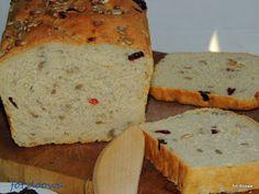 Moje Małe Czarowanie: Chleb pszenny z żurawiną i jabłkami