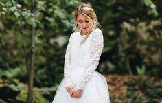 Brautkleid schlicht, mit Ärmel und Spitze