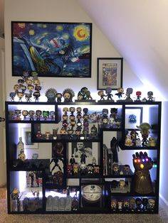 geek room Added some risers and a few Pops to the collection. Funko Pop Shelves, Funko Pop Display, Nerd Decor, Game Room Decor, Marvel Bedroom, Avengers Room, Geek Room, Gaming Room Setup, Gaming Rooms