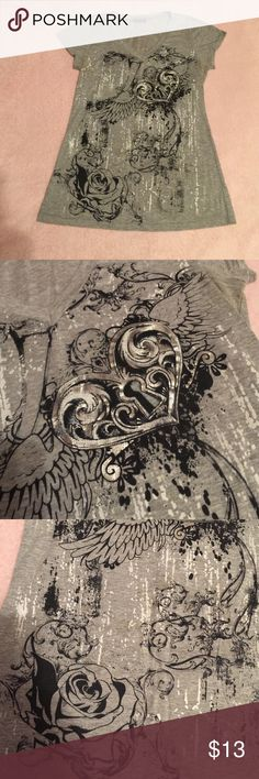 Women's T Shirt Wet Seal women's V neck T Shirt size M color gray with black in excellent condition Wet Seal Tops