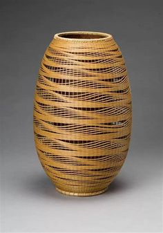Flower Basket, Billowing Waves, dated 1993 By Kibe Seiho (b. Masters of Bamboo: Japanese baskets and sculpture in the Cotsen Collection Bamboo Weaving, Weaving Art, Basket Weaving, Weaving Patterns, Sisal, Bamboo Art, Bamboo Crafts, Japanese Bamboo, Japanese Art