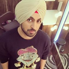 Photos which will prove why Birthday Boy Diljit Dosanjh should be your Man Crush Everyday! Hi Everyone, Please check latest bolloywood things here. Turban Outfit, Turban Style, Designer Suits For Men, Man Crush Everyday, Indian Celebrities, Mens Clothing Styles, Boy Birthday, Role Models, Casual Outfits