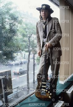 Stevie Ray Vaughan - Photosession in Paris France - 23 Sep Photo credit: Christian Rose/Dalle/IconicPix Steve Ray Vaughan, Jimmie Vaughan, Stevie Nicks Concert, Stevie Ray, Joe Bonamassa, Cool Jazz, David Gilmour, Keith Richards, Van Halen