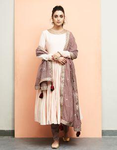 Powder Pink Anarkali with Bagru Prin Dupatta and Pants White Salwar Suit, Salwar Suits, Punjabi Suits, Ethnic Outfits, Indian Outfits, Indian Attire, Indian Party Wear, Salwar Designs, Engagement Dresses
