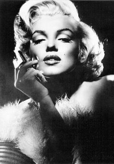 BEAUTY TUTORIAL: How To Do Marilyn Monroe's Iconic Makeup |