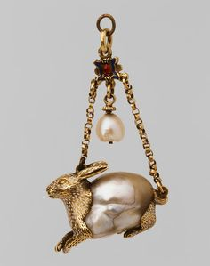 Gold and baroque pearl rabbit. Renaissance Jewelry, Ancient Jewelry, Antique Jewelry, Vintage Jewelry, Pearl Jewelry, Jewelry Art, Jewelry Gifts, Jewelry Design, Royal Jewels