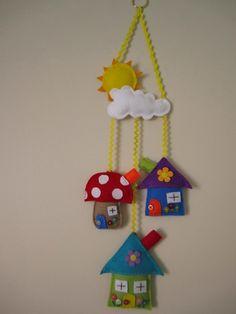 jojoA little birdie told me.: Cute little felt mobile! Diy And Crafts, Crafts For Kids, Arts And Crafts, Paper Crafts, Felt House, Felt Gifts, Felt Mobile, Felt Decorations, Felt Patterns