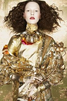 We flashback to the May 2008 issue of BlackBook magazine with the story 'Strokes of Genius' featuring Jennifer Pugh. The editorial is photographed by Diego Uchitel and styled by Elizabeth Sulcer with hair by Ted Gibson. Gold Fashion, Fashion Week, Fashion Art, Fashion Design, Metallic Fashion, Fashion Textiles, Trendy Fashion, High Fashion, Tim Walker