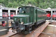 スイス国鉄により動態保存されているAe4/6I 10664号機 Electric Locomotive, Steam Locomotive, Swiss Railways, Bahn, Train Station, Transportation, Steam Punk, Industrial, Travel