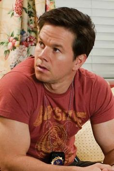 Mark Wahlberg Marky Mark, Actor Mark Wahlberg, Wahlberg Brothers, Celebrity Siblings, Jennifer Aniston Style, College Boys, Attractive Guys, Famous Movies, Straight Guys