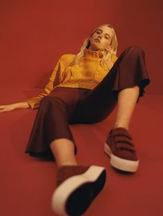 Bershka United Arab Emirates online fashion for women and men - Buy the lastest trends Female Pose Reference, Pose Reference Photo, Drawing Reference Poses, Fashion Photography Poses, Fashion Poses, Arab Fashion, Friend Photography, Maternity Photography, Couple Photography