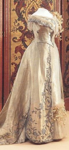 Queen Wilhelmina's wedding dress 1901: I want this for my wedding!! :(