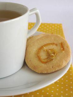 Biscoitinhos com casca de laranja em calda by Patricia Scarpin, via Flickr
