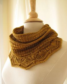 Biscuit Cowl Knitting Pattern.  Pretty.