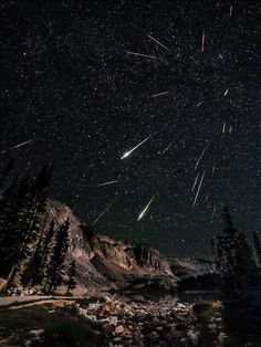 tea-daze:  2012 Perseids Meteor Shower over the Snowy Rang in Wyoming Photographer: David Kingham